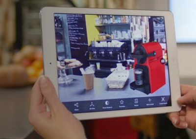 タブレット端末にはデジタルなCADデータが現実世界と融合されて確認できる